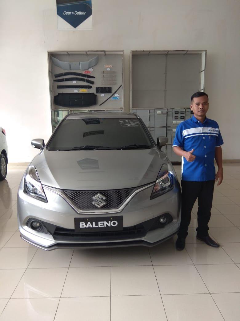 Sales Marketing Mobil Di Dealer Suzuki Depok Memberikan Informasi Alamat Showroom Harga Terbaru Promo Paket Kredit Diskon Cas Mobil Baru Mobil Mobil Bekas