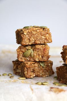 Pumpkin and Oat Breakfast Bars (gluten-free & vegan) - Nirvana Cakery #pumpkinseedsrecipebaked