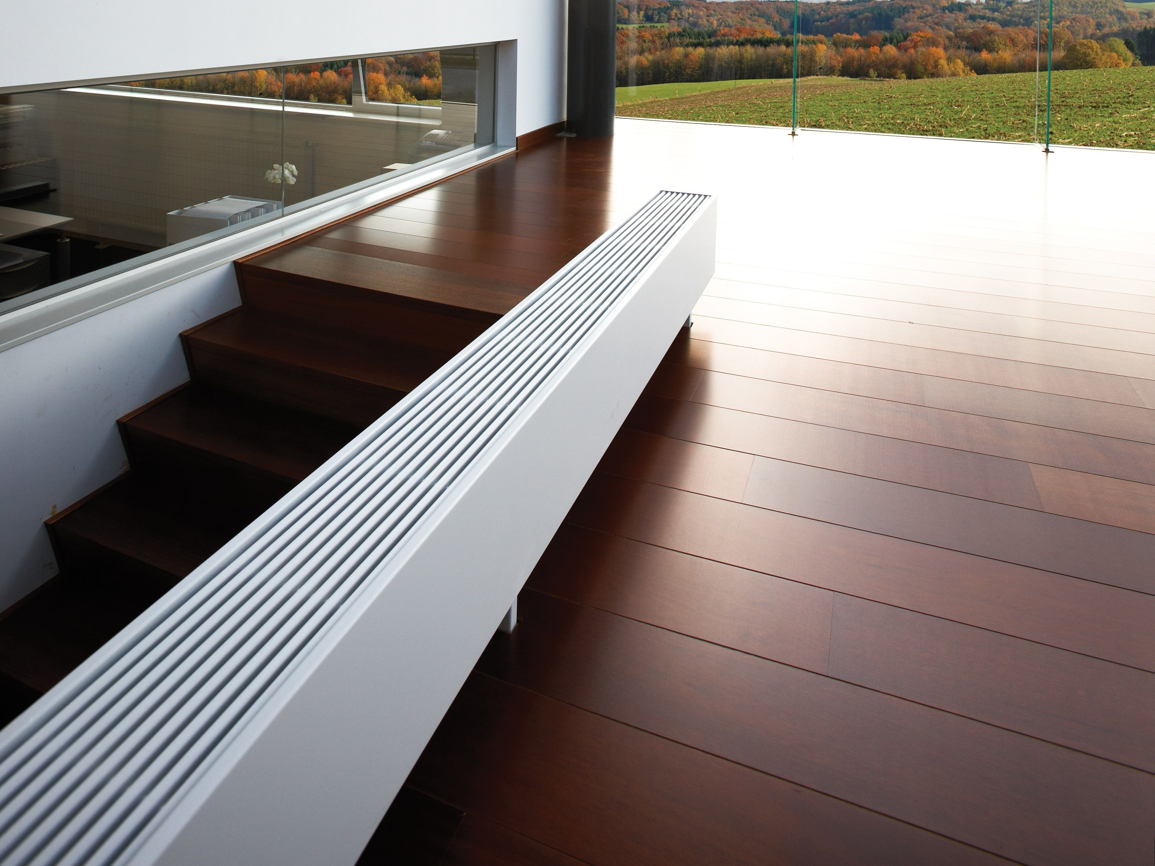 flache heizkörper für die wand wohnzimmer  Modern house exterior