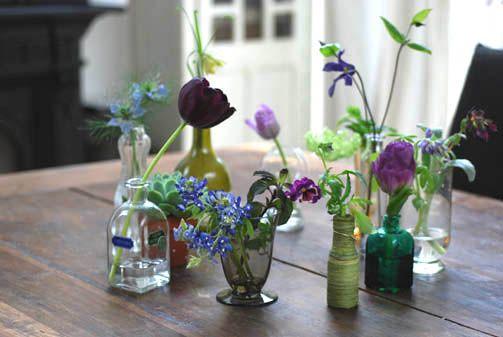 flower arrangement purple いろいろなパープルのお花をいろいろな瓶に飾る