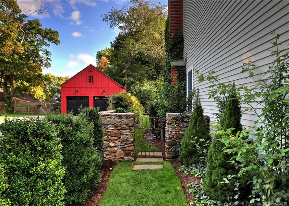 linda raymond Real estate, House styles, Stone driveway