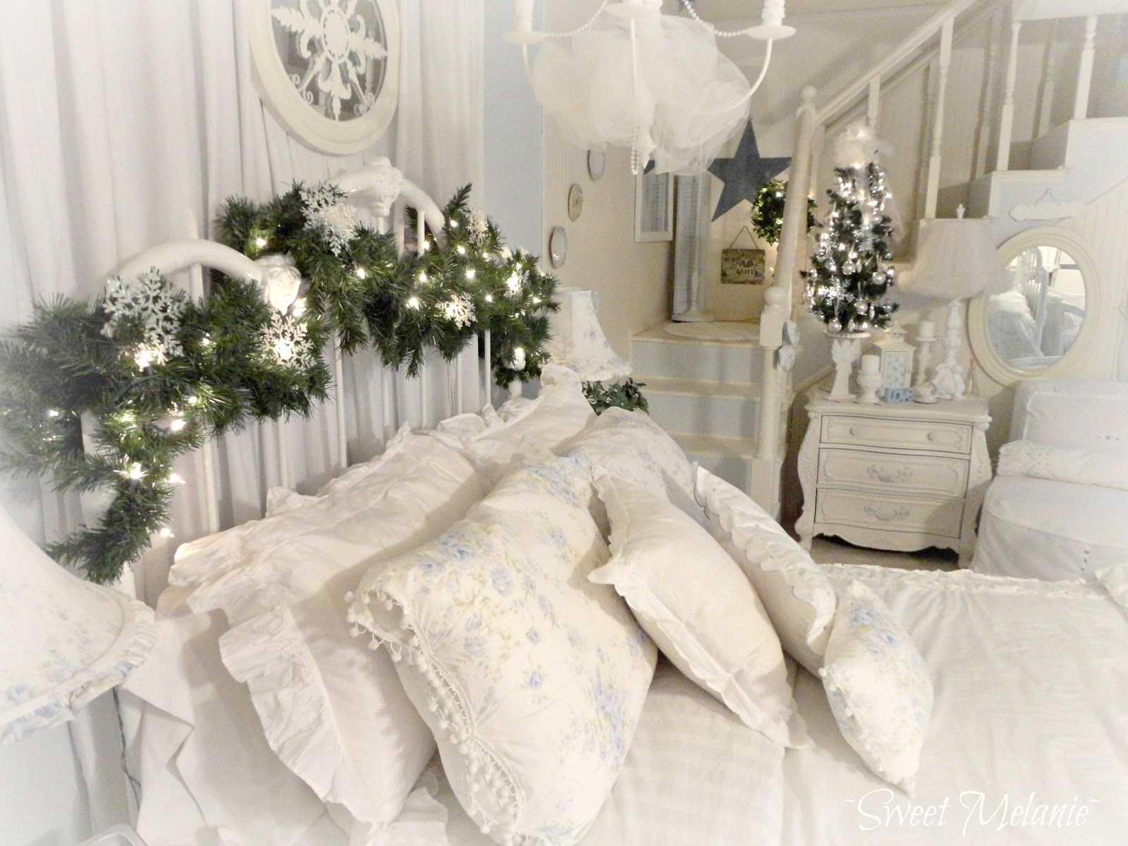Interesting White Christmas Decorating Ideas For Your Bedroom With