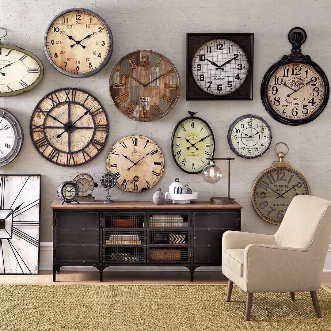 Stenciled Clock Wall Decoration - Interior Design Ideas & Home Decorating  Inspiration - moercar | Clock wall decor, Clock decor, Living room clocks