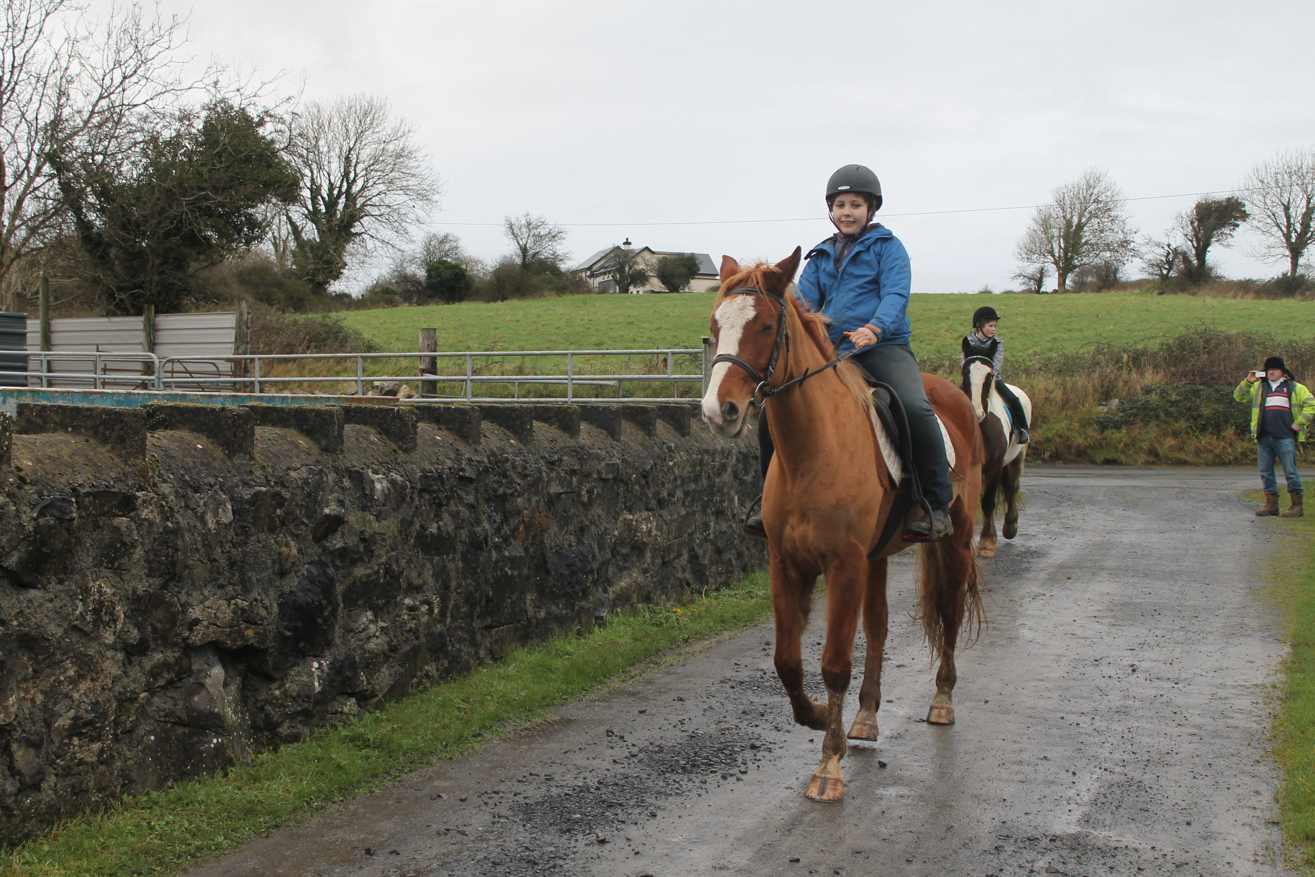 Sahara escorting Patrick down the village for their first ride together. Patrick is learning to ride and showing great potential. VIDEO: https://www.facebook.com/CoopersHillLivery/videos/983500545030449/?theater Visit our website for more information on #horseriding in #Galway #Ireland http://coopershilllivery.wix.com/coopers-hill-livery