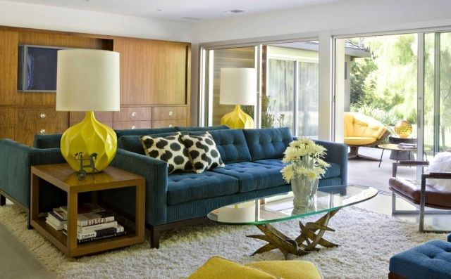 canapé-salon-bleu-pied-lampe-jaune-tapis-gris.jpg (640×397 ...