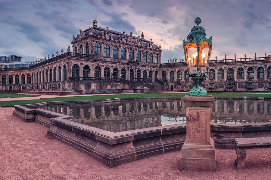 Zwinger Am Abend Dresden Sachsen Sachsen Dresden Reiseziele
