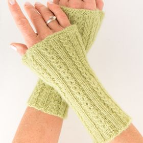 Photo of Wristwarmers, knitted in »coffee bean pattern« with instructions | Knitting & Crochet | design-wiese.de |