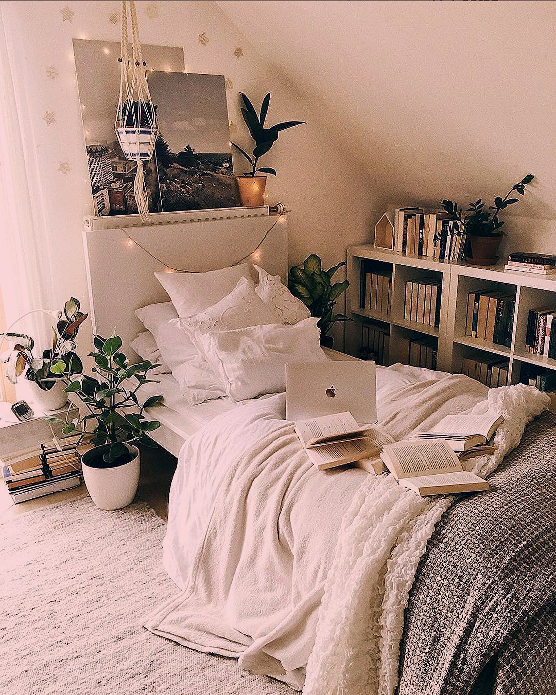 Simple, but cozy bedroom with tons of books and plants by @booksandpeonies. Click the image to try o