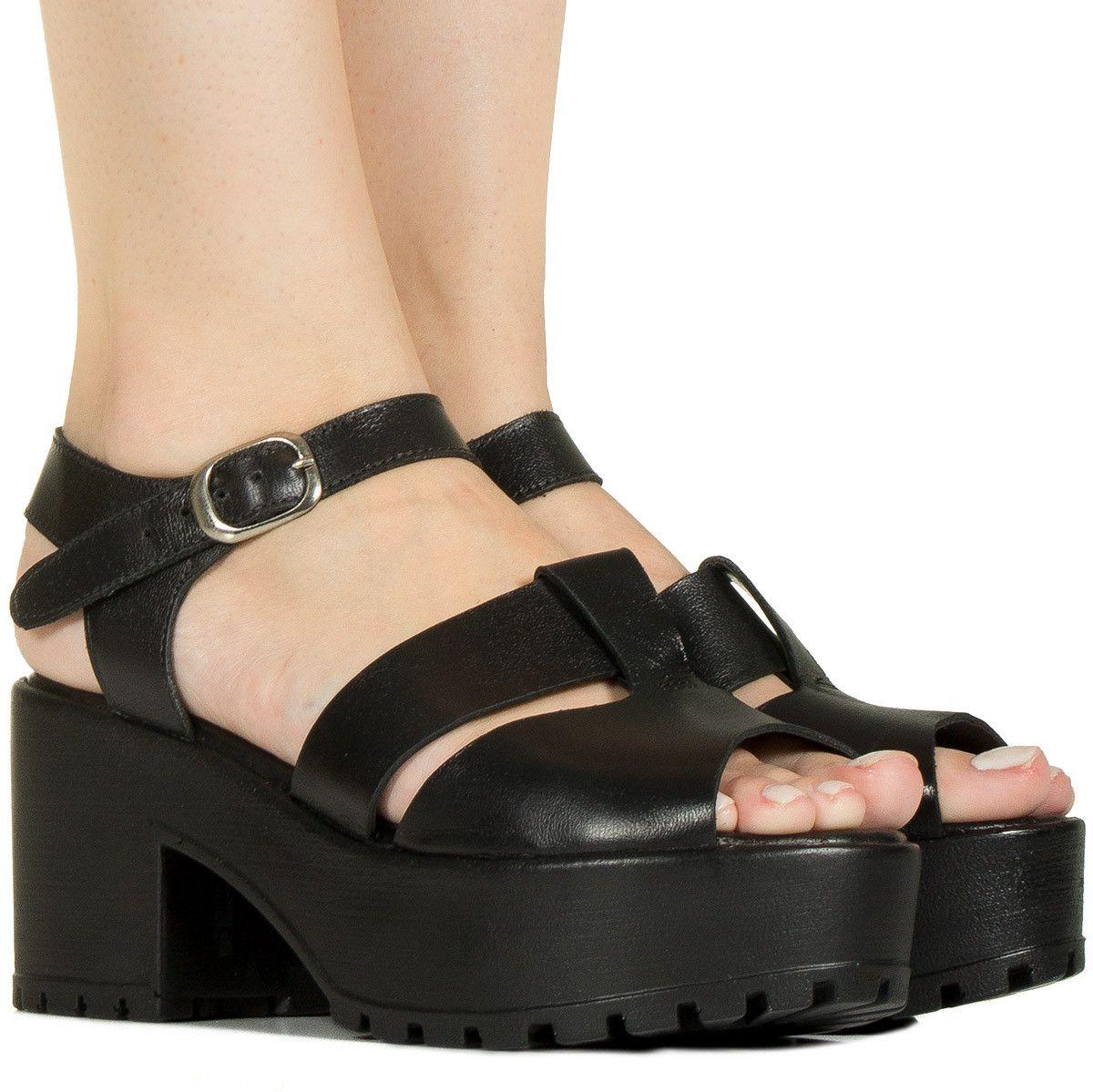 73a055e2a Sandália tratorada preta de couro Taquilla - Taquilla  Calçados femininos  online