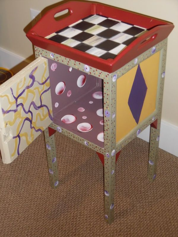 The artist of this great piece is one of my students, created during one of my classes.www.furnitureartbygerri.com