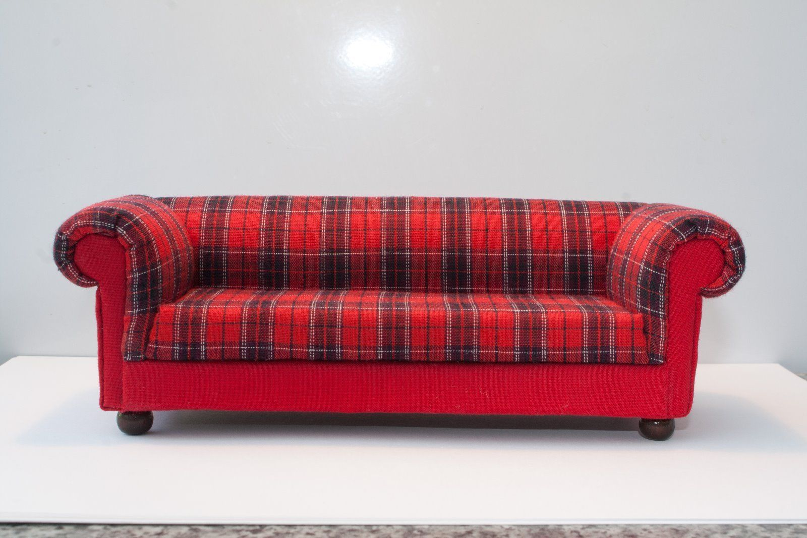 tartan chesterfield sofa change leather singapore red style dolls house 12th scale