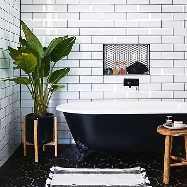 The Use Of Dark Grout With White Subway Tile Creates A