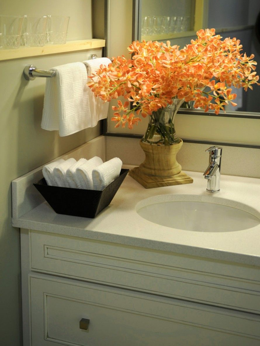 Guest bathroom idea like the bowl of hand towels for Black and cream bathroom ideas