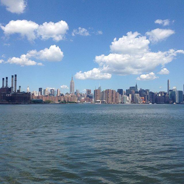 #skyline #nyc #empirestatebuilding #magritte #nofilter #smokingbuilding by la_mission_