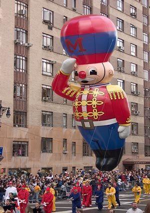 Pin By Shernita Mcfarlin On Holiday Thanksgiving Day Parade Nyc Parade Giant Balloons