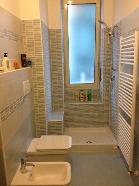 Bagno doccia con sedile in muratura small bathroom pinterest bathroom - Finestra interna per bagno cieco ...