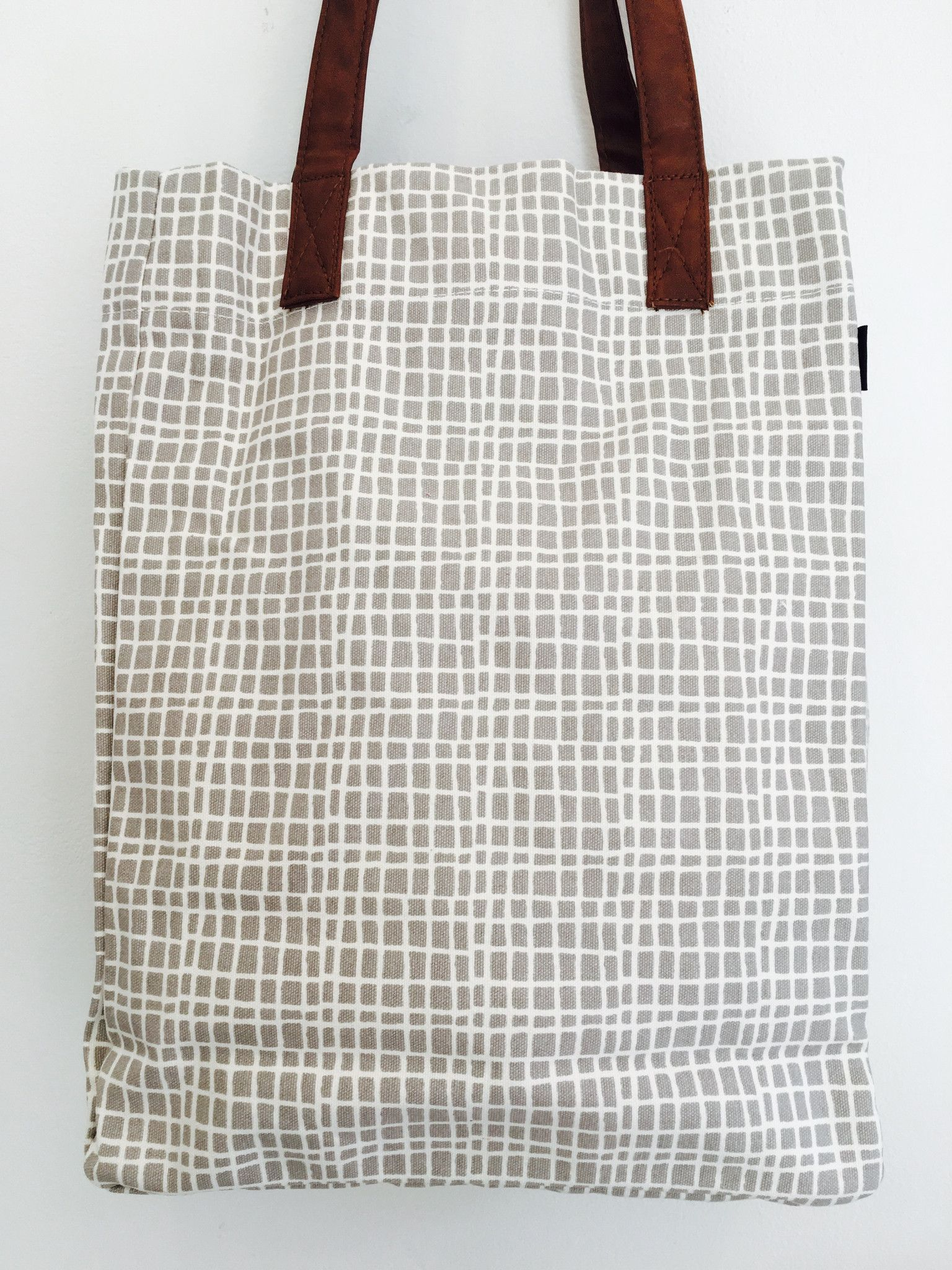 Market tote: Grey and white grid