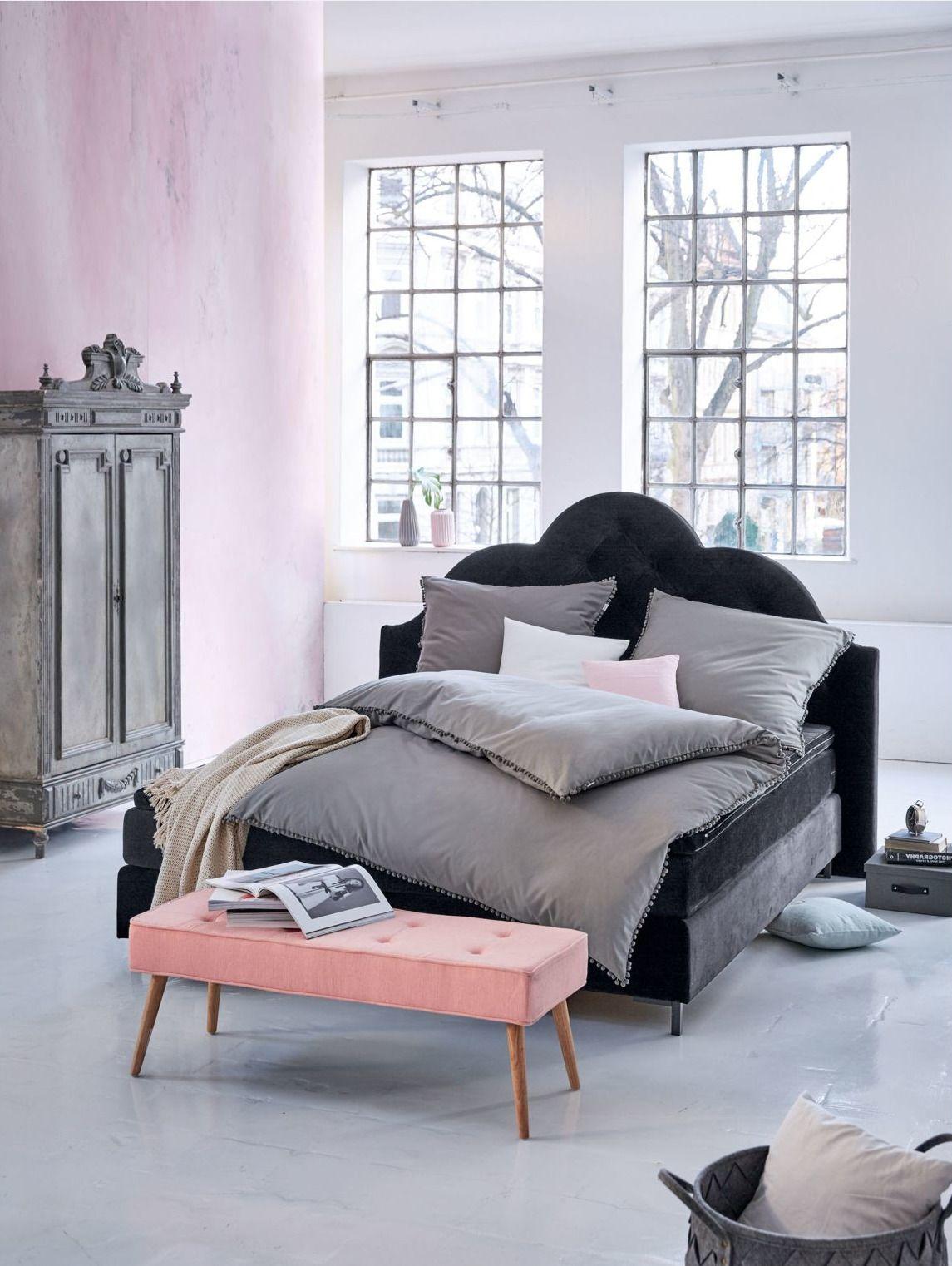 Graue Bettwäsche Mit Bommeln Umrahmt Impressionen Schlafzimmer