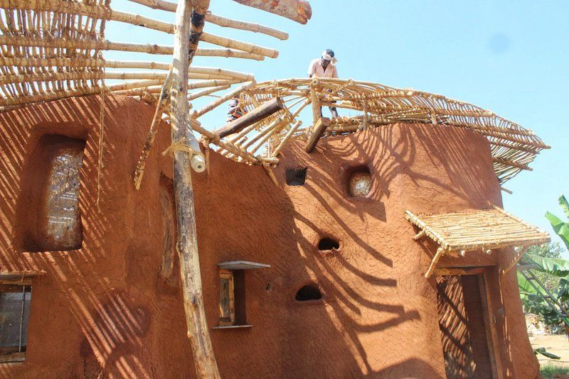 Making Of Cob Kitchen Thannal Hand Sculpted Homes Natural Building Vernacular Architecture Curved Walls