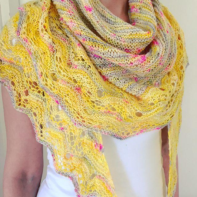 #ruusupuu  #knittinglife #handyedyarn #shawl