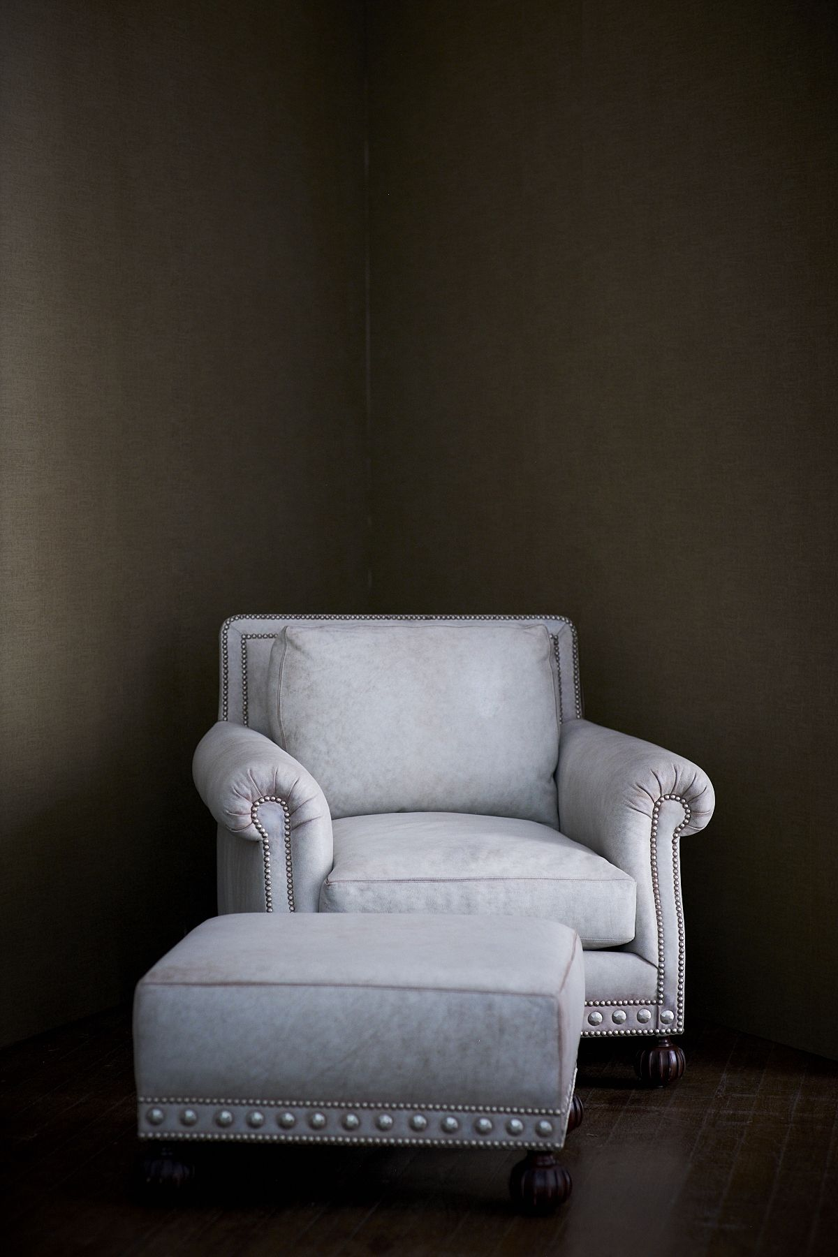 The Aran Isles Club Chair And Ottoman In Distressed White Leather