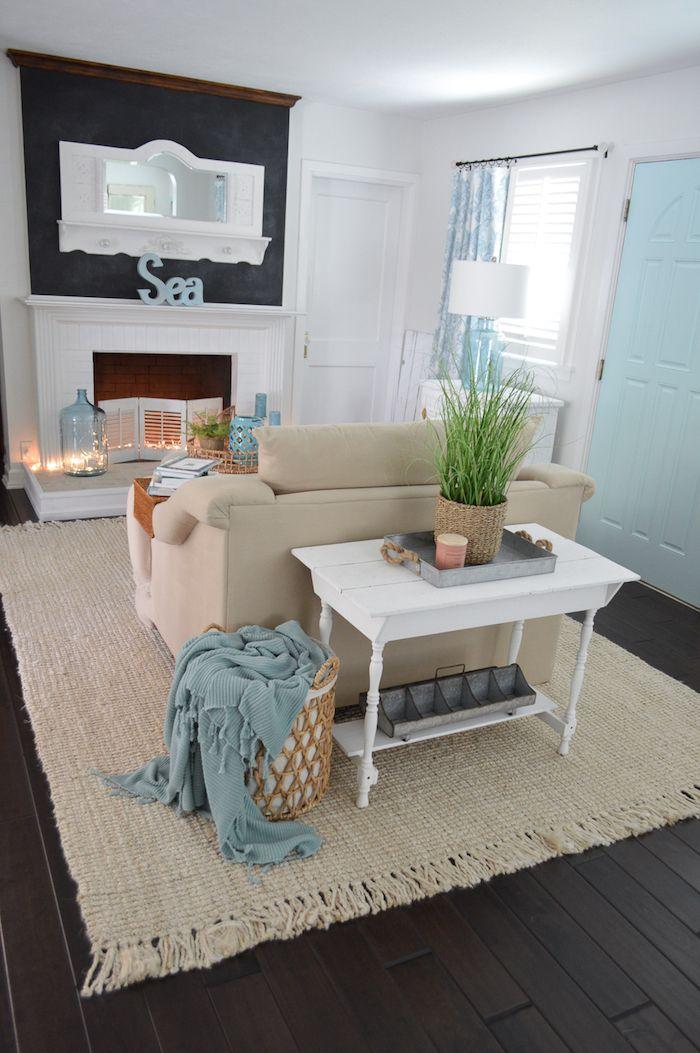 ein gemütliches Wohnzimmer mit maritimer Deko mit Wand in - wohnzimmer deko wand