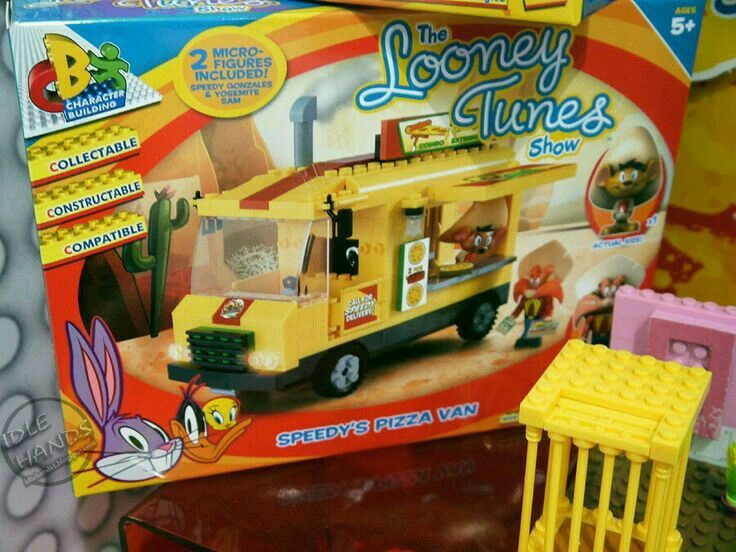 This is speedy's pizza van. And if anyone can find any of these sets for sale I would love to know!!!!
