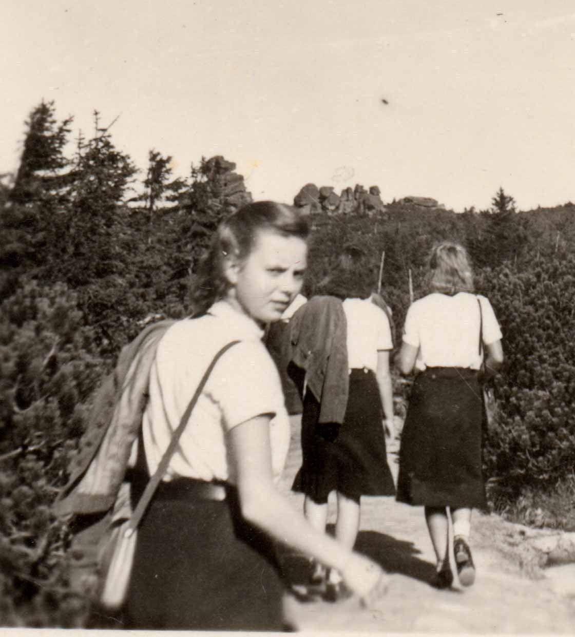 BDM (Bünd Deutsche Mädel) girls