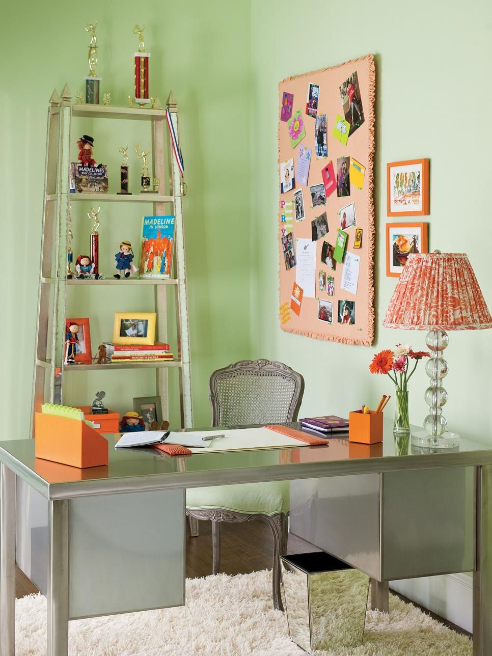this modern desk adds an efficient workstation to a teen bedroom rh za pinterest com