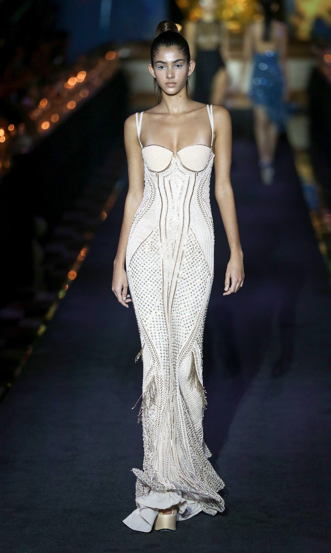 La Perla Spring 2018 Ready To Wear Fashion Show Fashion Fashion Gowns Evening Gowns