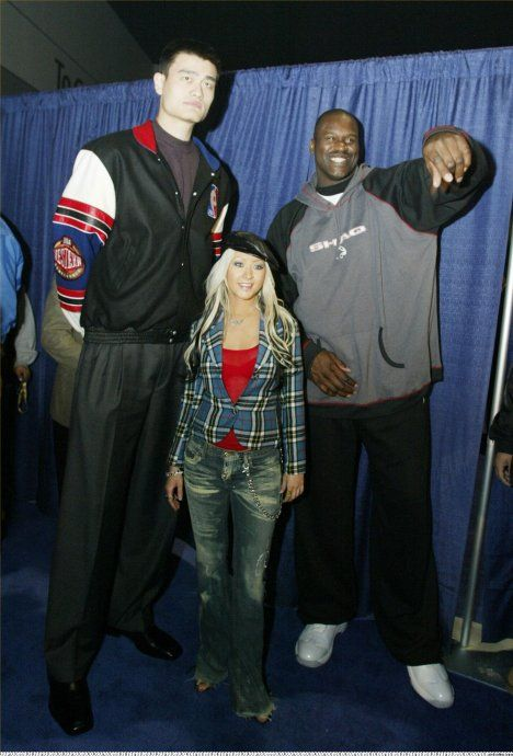 Yao Ming Is Retiring Hes Also Very Tall Sport Shaquille O