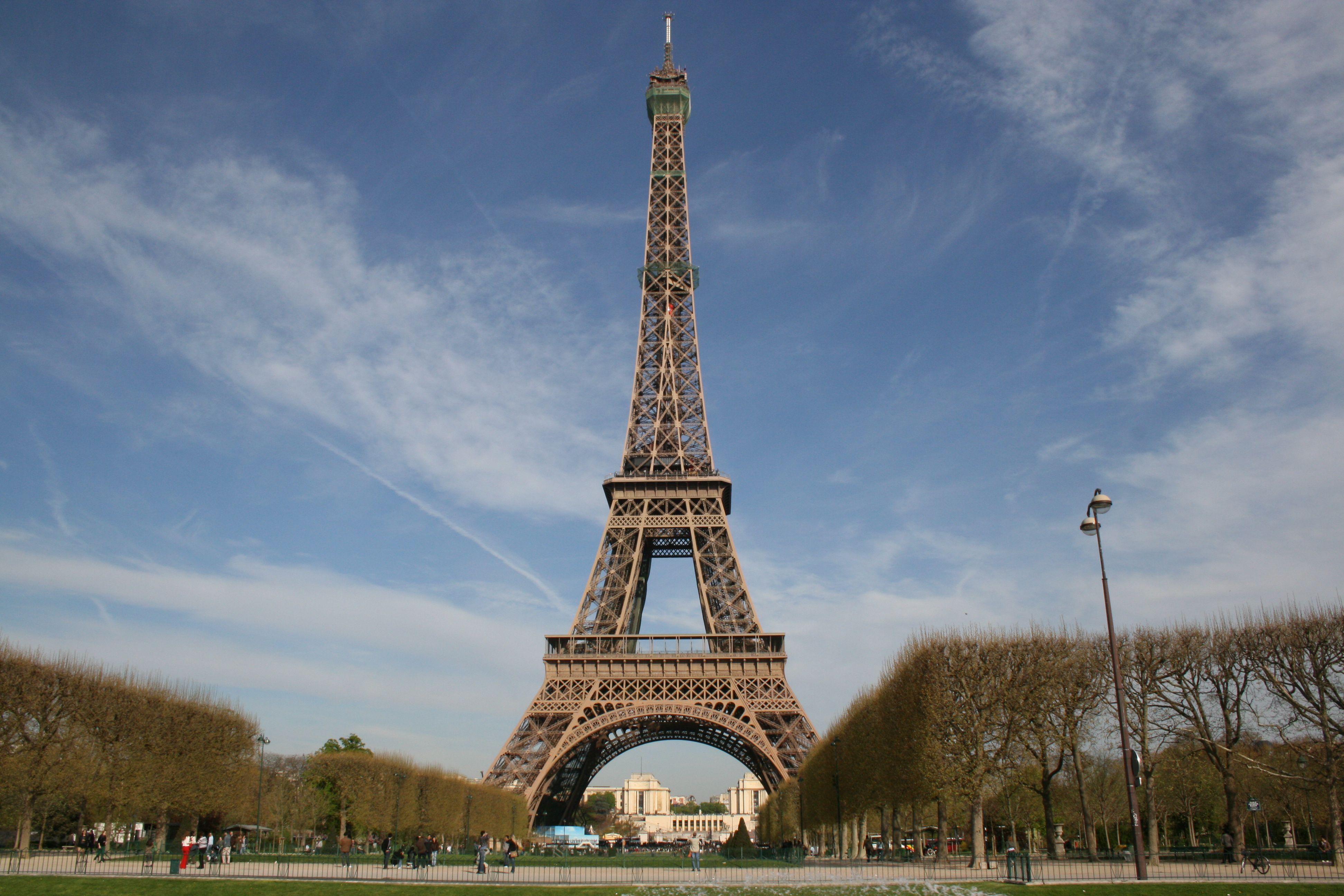 La Tour Eiffel Best Restaurants In Paris Best Honeymoon Destinations Eiffel Tower