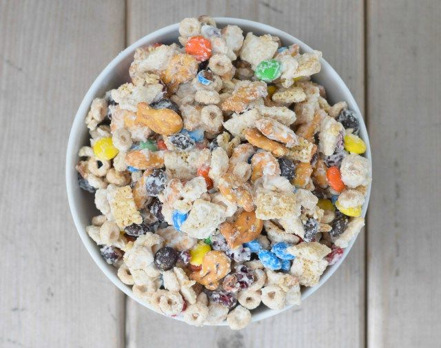 Delicious bowl of Goldfish white chocolate party mix