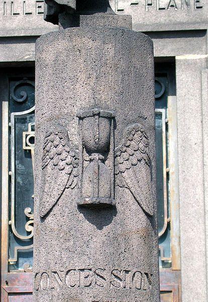 Un sablier ailé, cimetière des Carmes (Clermont-Ferrand) Vive la - chambre de commerce clermont ferrand