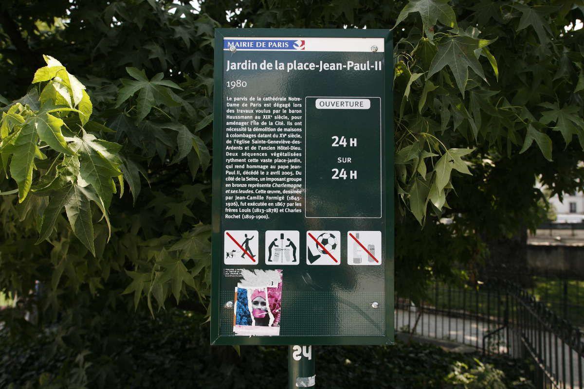 Jardin de la place Jean Paul II