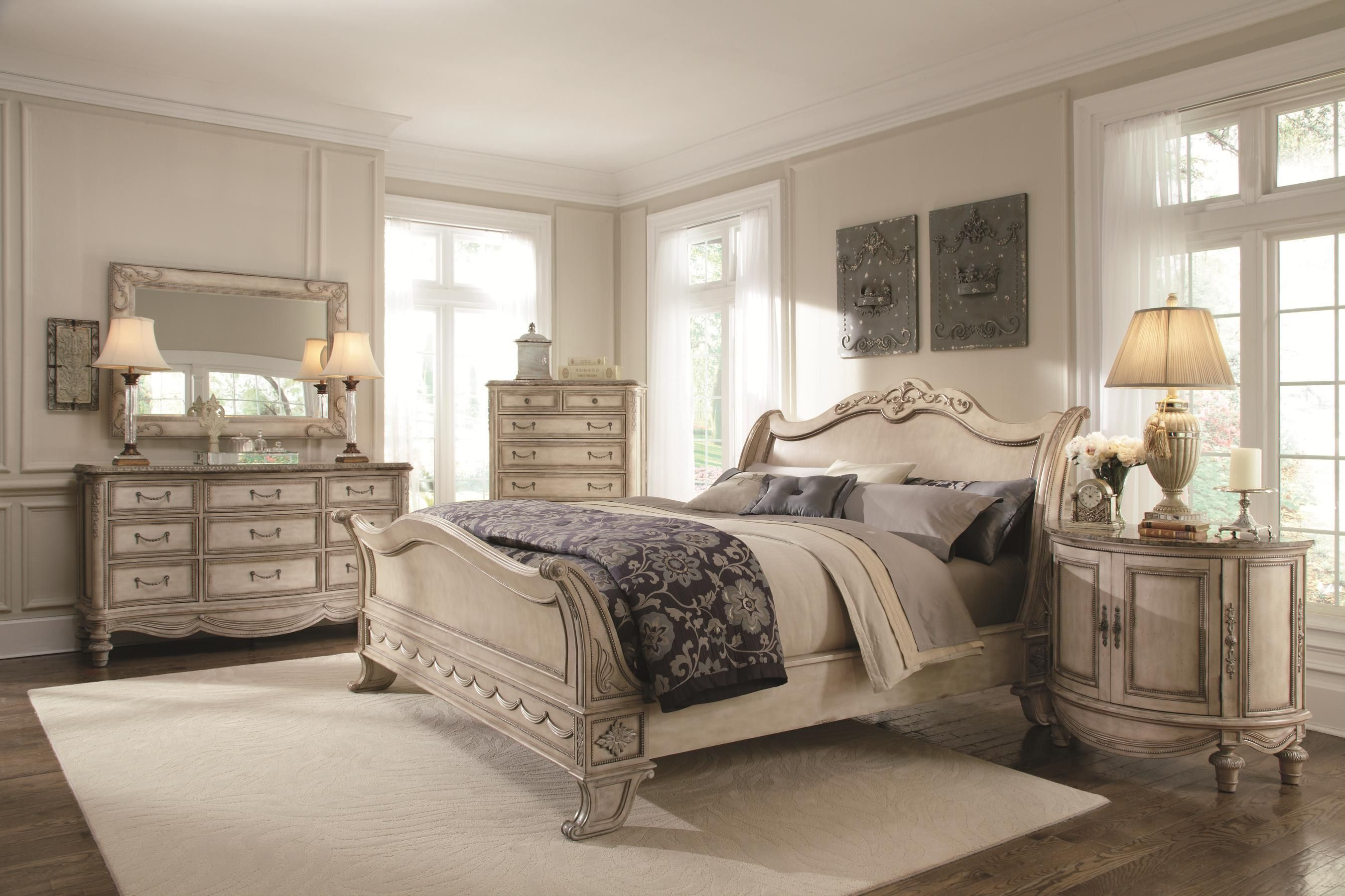 Schnadig Empire II Traditional King Sleigh Bed With Fleur De Lis Headboard  Detailing