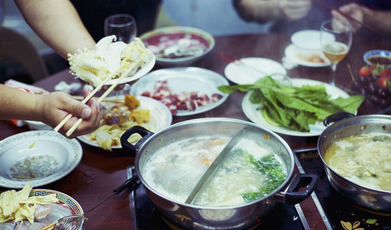 Local fisherman\'s hot pot, Aberdeen, Hong Kong | table | Pinterest