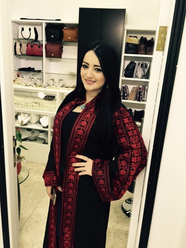 منال موسى في عباية بتطريز فلاحي Afghan Dresses Fashion Embroidery Dress