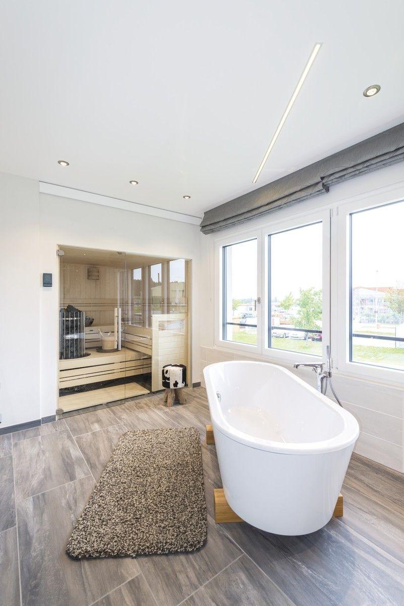 Luxus Bad Mit Sauna Und Freistehender Badewanne Stadtvilla Weberhaus Gunzburg Hausbaudirekt De Weber Haus Stadtvilla Villa