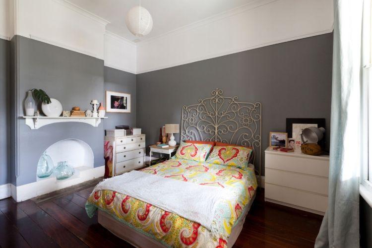 Wandgestaltung Grau Schlafzimmer Metall Bettkopfteil Weisse Moebel