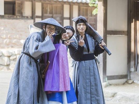 Yoon Shi Yoon, Kim Sae Ron, And Lee Yi Kyung Are All Smiles