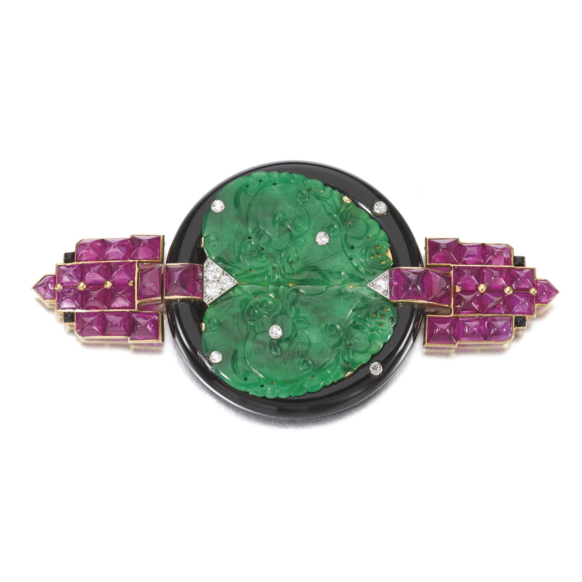 diamond weighing and pin sotheby cut the ring columbian emerald cartier