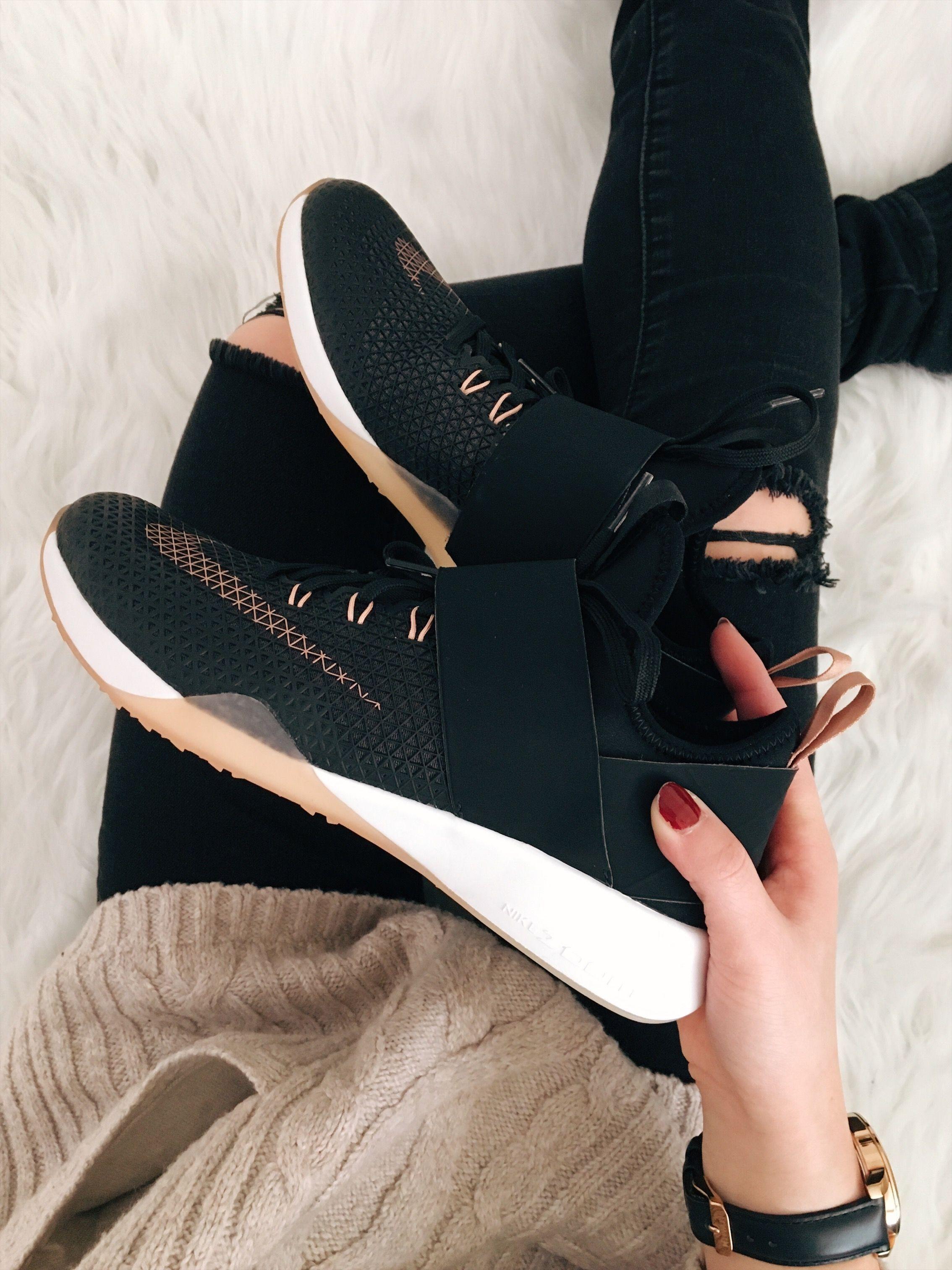 5bb8fe527b1 ... Nike Air Zoom Strong✨ IG itsmarisakay. Dress ShoesWomens ... AIR MAX GO  STRONG LTR - Pánská obuv pro volný čas .