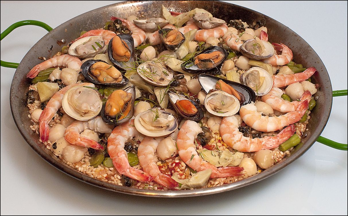 Dinner party recipes ideas paella with seafood snails for Fish dinner recipes