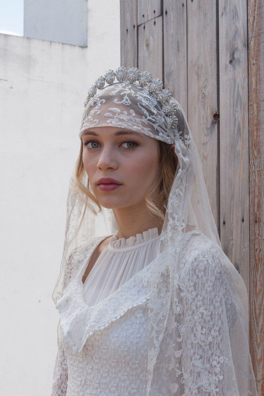 Antique Wedding Veil Vintage Lace Veil Bohemian Headpiece Etsy Antique Wedding Veil Wedding Veil Vintage Vintage Veils