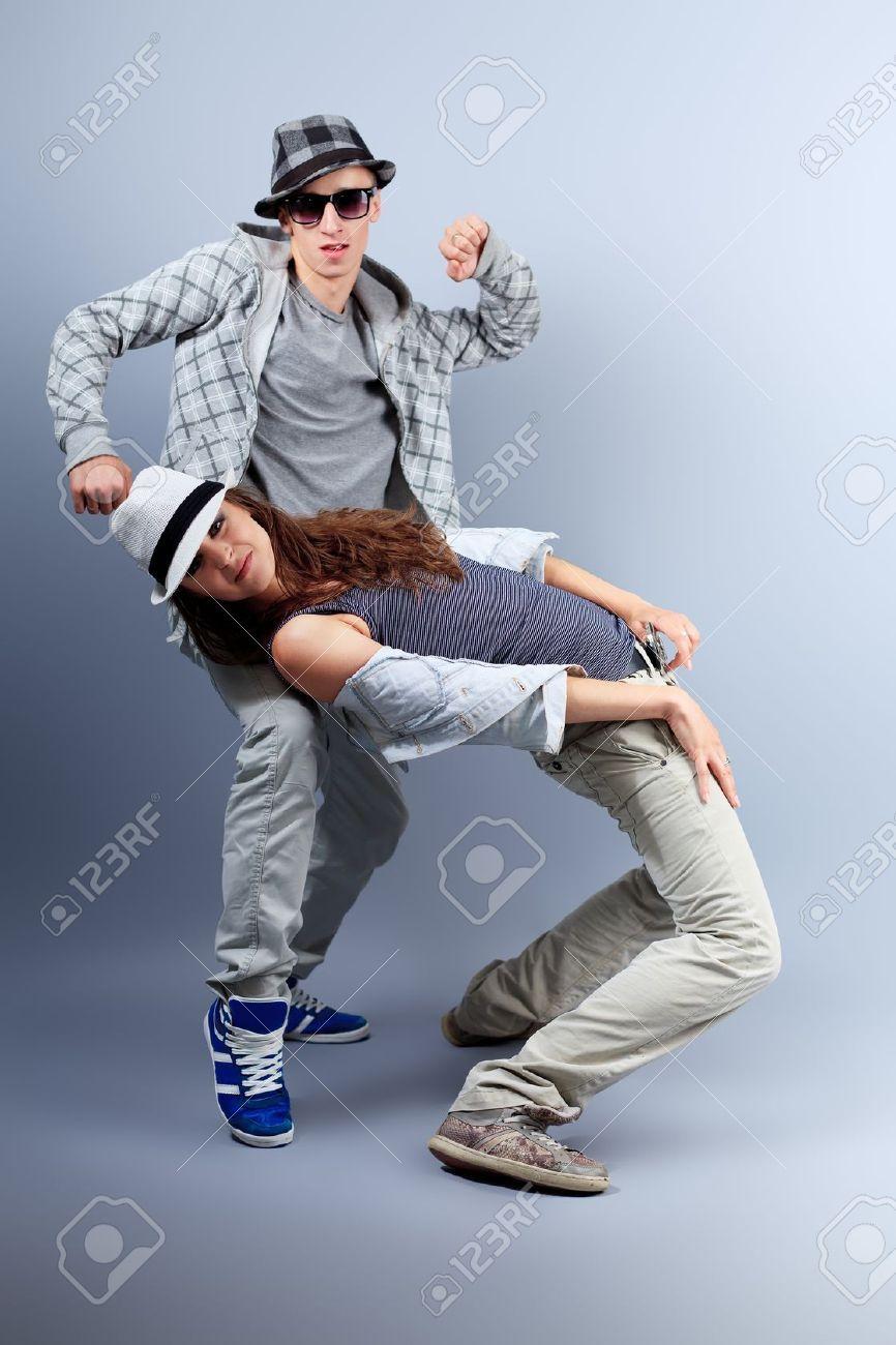 Un Couple De Jeune Homme Et Femme Au Studio De Danse Hip-hop. Banque  D Images Et Photos Libres De Droits. Image 10545176. 31789850eda