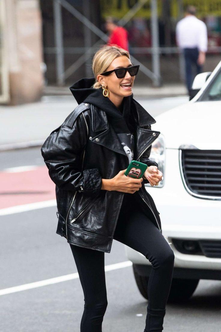 Was Sie zu schwarzen Jeans in 15 von Prominenten anerkannten Outfits tragen sollten | ICH BIN...