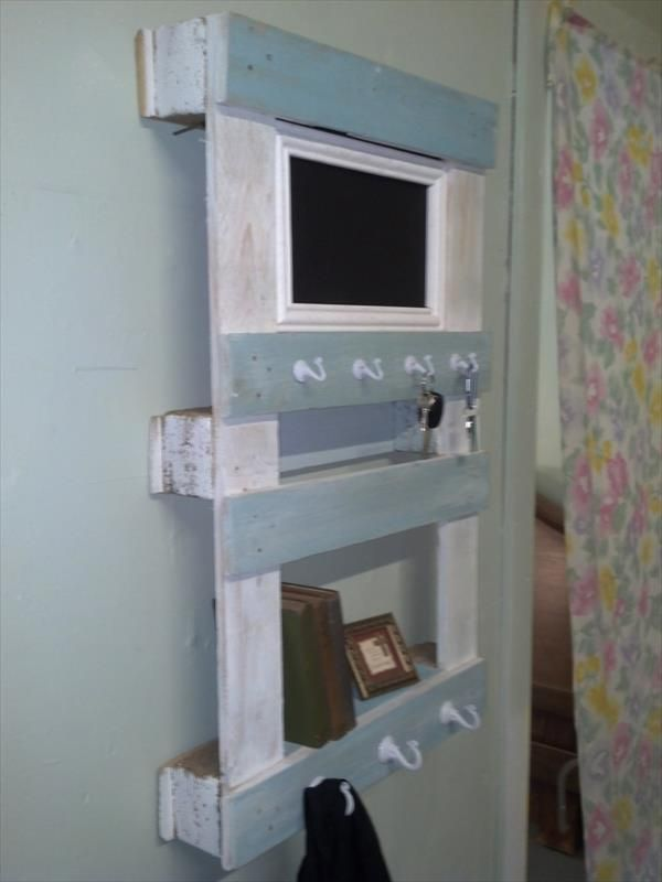 Some rustic pallet boards have been reclaimed to get this DIY shabby chic  pallet shelf which has been hooked to perform also as a perfect organizer  for your. reclaimed pallet wall shelf and organizer plan raised in shabby