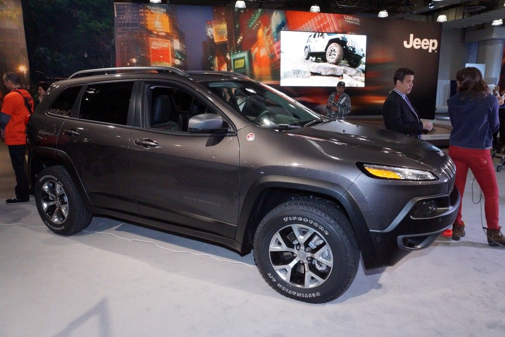 The Best SUVs and Crossovers of 2015: Editors' Choice ... |Best Mid Size Luxury Suv 2014