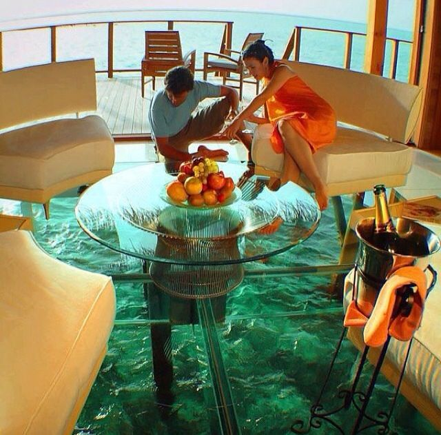 Piso de vidro sobre o mar